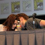 Robert Pattinson y Kristen Stewart comparten confidencias en Comic-Con 2011