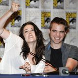 Robert Pattinson y Kristen Stewart bromean en Comic-Con 2011