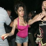Amy Winehouse borracha en julio de 2010