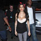 Amy Winehouse enseña un pezón