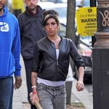 Amy Winehouse pasea por Londres