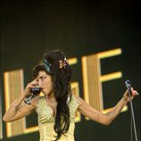 Amy Winehouse bebiendo en Rock in Rio Madrid
