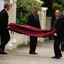Autoridades transportan el cadáver de Amy Winehouse