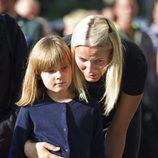 Mette Marit y su hija Ingrid Alexandra, sumidas en el dolor tras la masacre de Oslo