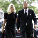 Haakon y Mette-Marit en el servicio religioso por las víctimas