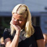 Mette-Marit no pudo ocultar su dolor por la masacre de Oslo