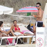 David Bustamante y Paula Echevarria en la playa