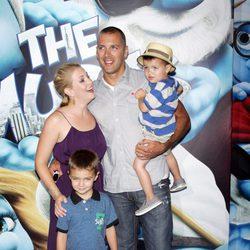 Melissa Joan Hart y su familia en la premiere de 'Los Pitufos' en Nueva York