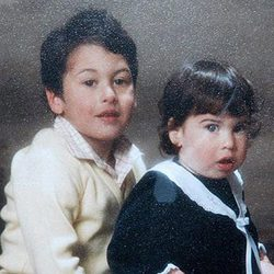 Amy Winehouse de pequeña junto a su hermano