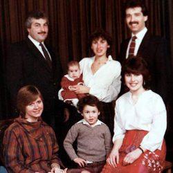 Amy Winehouse junto a su familia cuando era pequeña