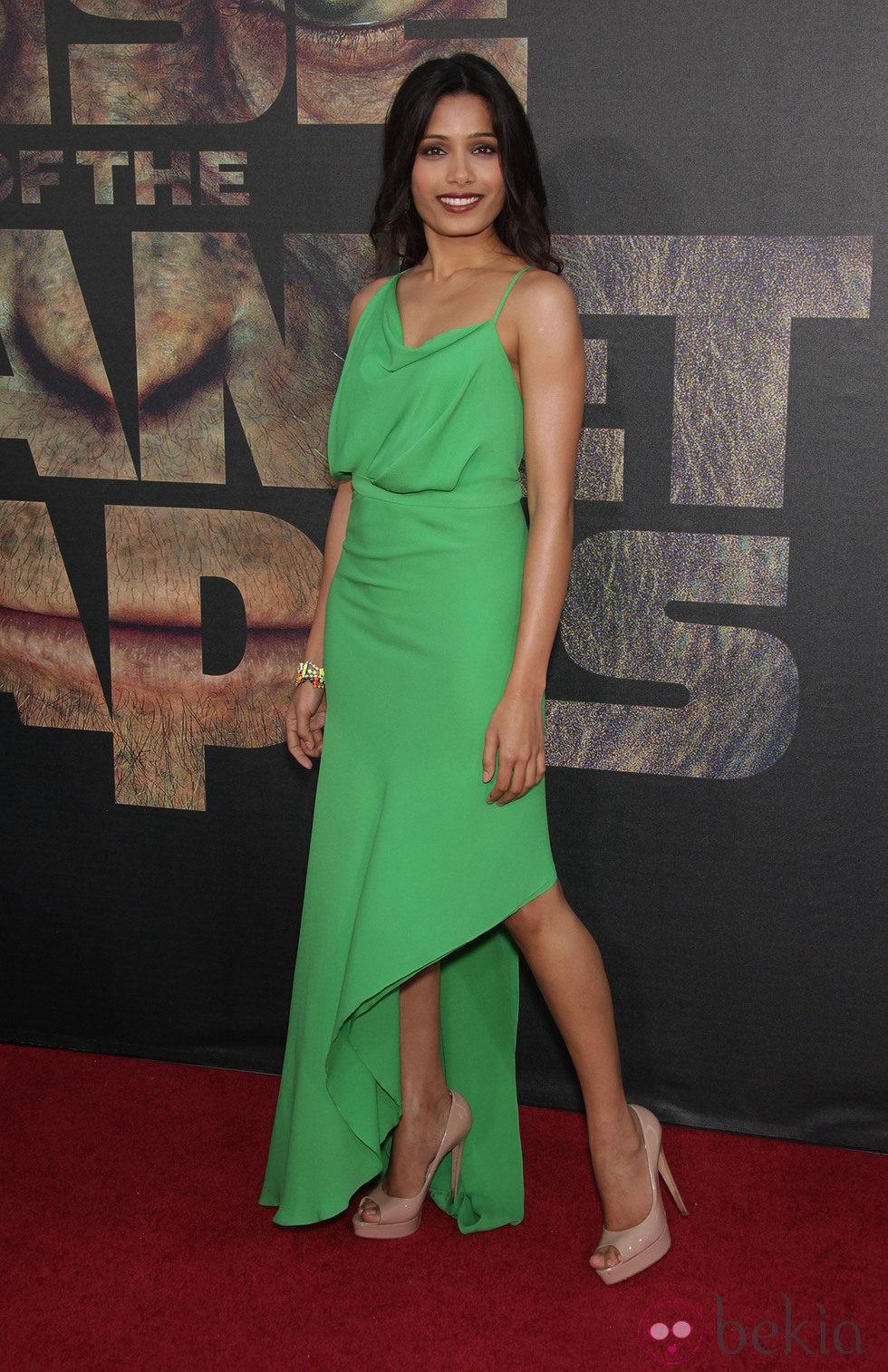 Freida Pinto espectacular en el estreno de 'El origen del planeta de los Simios'