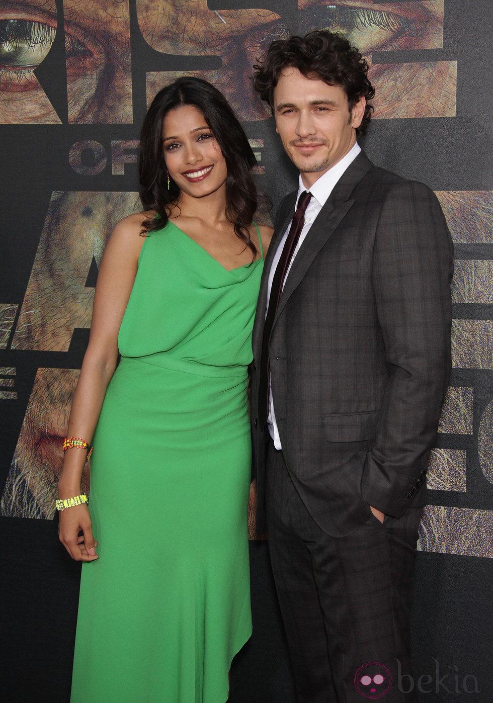 Freida Pinto y James Franco en el estreno de 'El origen del planeta de los Simios'