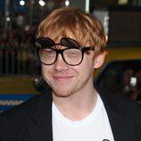 Rupert Grint con unas originales gafas de sol en el estreno de 'El origen del Planeta de los Simios'