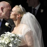 Beso de Mike Tindall y Zara Phillips