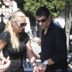 Belén Esteban y Fran Álvarez en el funeral de su abuela Pilar de Diego