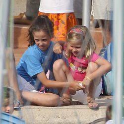Victoria Federica cuida de su prima Irene en Mallorca