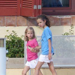 Victoria Federica de Marichalar e Irene Urdangarín en Mallorca