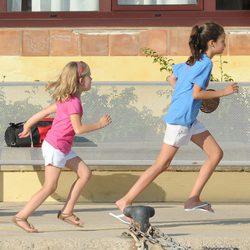 Victoria Federica de Marichalar e Irene Urdangarín corriendo en Mallorca
