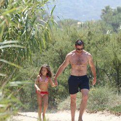 Hugh Jackman y su hija Ava en Saint-Tropez