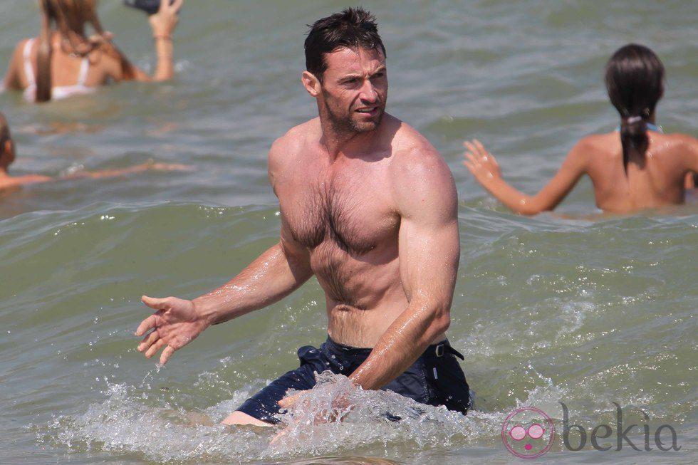 Hugh Jackman presume de cuerpo en Saint-Tropez