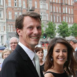 Los Príncipes Joaquín y Marie de Dinamarca muy sonrientes