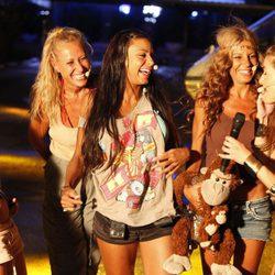 Las finalistas de 'Supervivientes 2011' irradian felicidad junto a Raquel Sánchez Silva