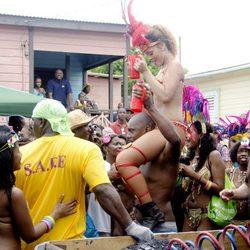 Rihanna disfruta del Barbados Kadooment Day Parade
