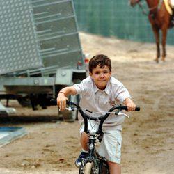 Felipe de Marichalar en bicicleta en un concurso de saltos en 2005