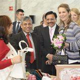 La Infanta Elena inaugura una kermés benéfica tras la operación de cadera del Rey