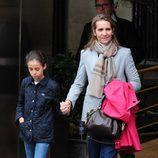 La Infanta Elena y Victoria Federica saliendo del Hospital San José de Madrid