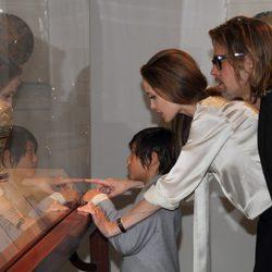 Angelina Jolie en County Museum of Art de Los Ángeles