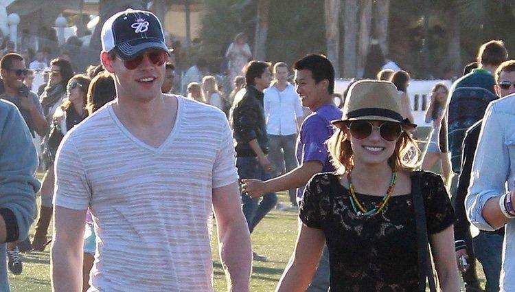 Emma Roberts y Chord Overstreet en el Festival Coachella