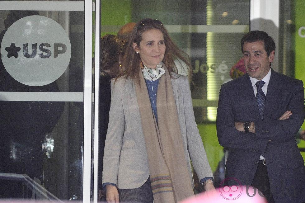 La Infanta Elena a su salida del Hospital San José de Madrid