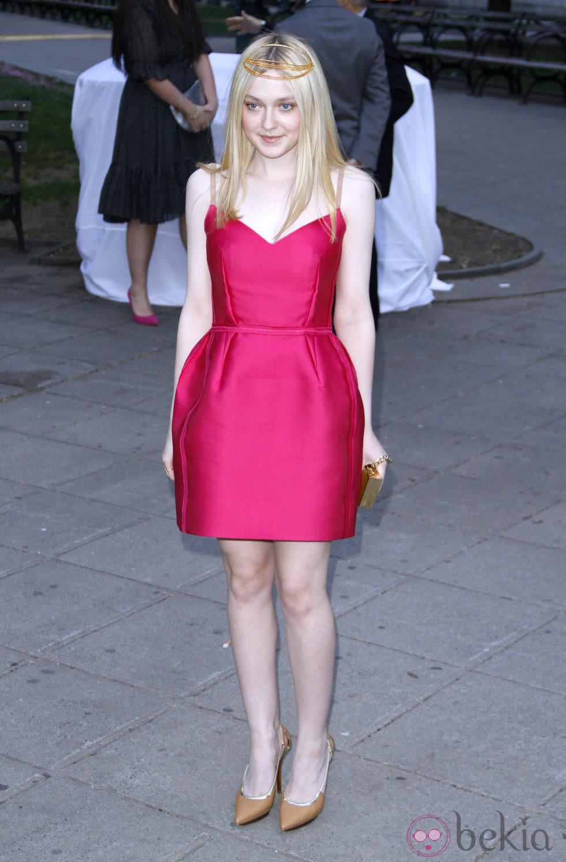Dakota Fanning en la fiesta Vanity Fair celebrada en Nueva York ...
