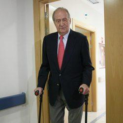 El Rey Juan Carlos recibe el alta y abandona el Hospital San José de Madrid