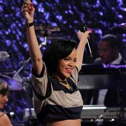 Rihanna ofrece un concierto durante una gala benéfica contra el cáncer