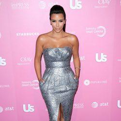 Kim Kardashian en una fiesta organizada por US Weekly