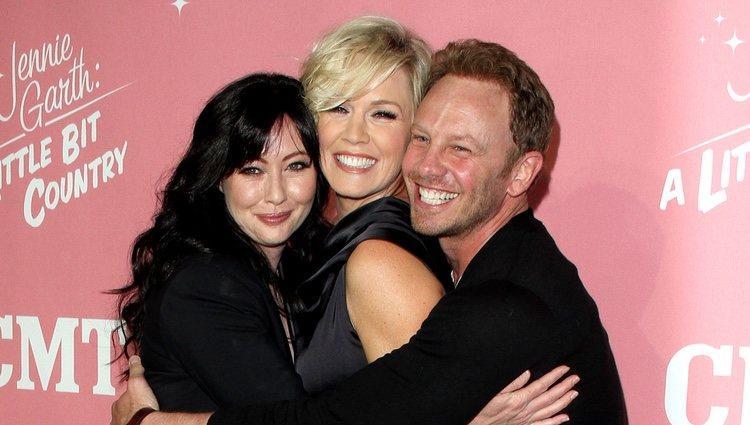 Jennifer Garth en su 40 cumpleaños junto con Shannen Doherty e Ian Ziering