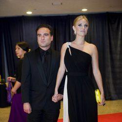 Johnny Galecki y Kelli Garner en la cena de corresponsales de la Casa Blanca