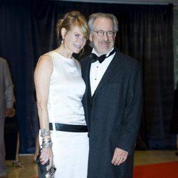 Steven Spielberg y su mujer, Kate Capshaw, en la cena de corresponsales