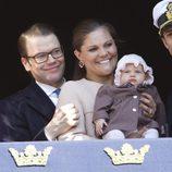 Victoria y Daniel de Suecia con su hija Estela en el 66 cumpleaños del Rey Carlos Gustavo