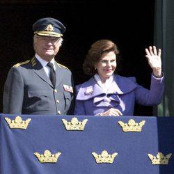El Rey Carlos Gustavo de Suecia el día de su 66 cumpleaños con la Reina Silvia