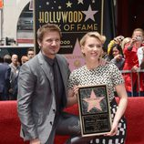 Scarlett Johansson y Jeremi Renner