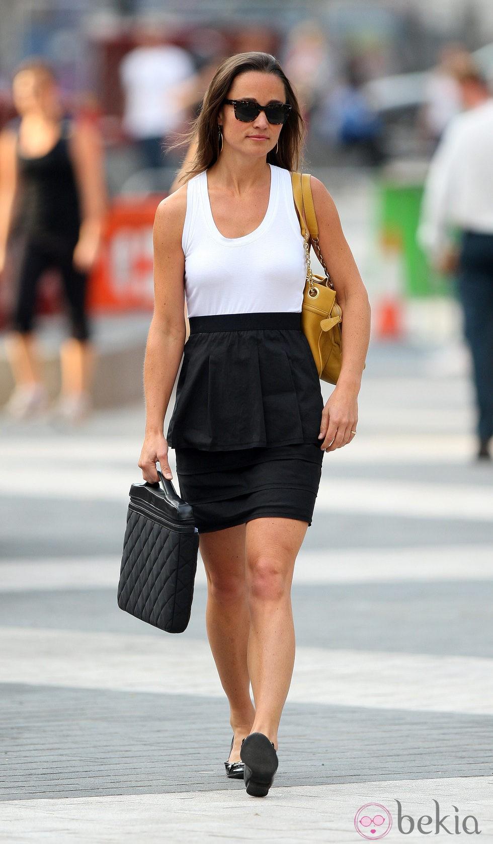Pippa Middleton camino de la oficina en Londres