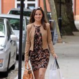 Pippa Middleton caminando por Londres