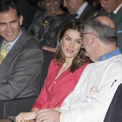 Los Príncipes de Asturias charlan con Pedro Subijana