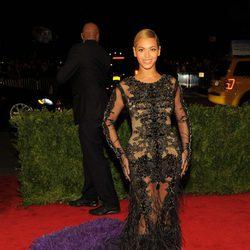 Beyoncé en la alfombra roja de la Gala del MET 2012