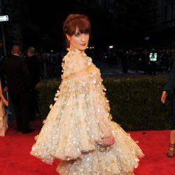 Florence Welch en la alfombra roja de la Gala del MET 2012