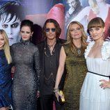 Chloë Moretz, Eva Green, Johnny Depp, Michelle Pfeiffer y Bella Heathcote en el estreno de 'Dark Shadows'