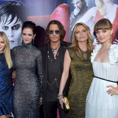 Chloë Moretz, Eva Green, Johnny Depp, Michelle Pfeiffer y Bella Heathcote en el estreno de 'Dark Shadows'
